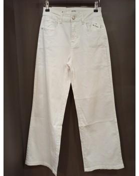 Jean droit et large blanc...